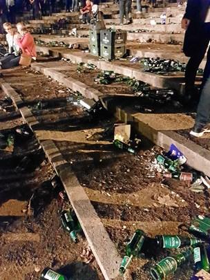 Pas på fødderne: Flasker og glasskår flyder rundt til Skovrock