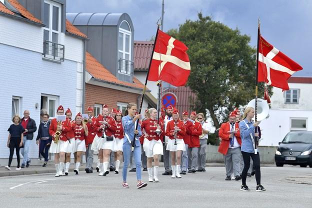 Sæbygarden åbnede lørdag FDF Strandbys traditionsrige havnefest med musik gennem byen.