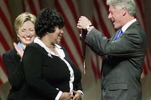 Clinton-familien har udtrykt sin medfølelse over Aretha Franklins død. Også flere musikere har brugt mediet.
