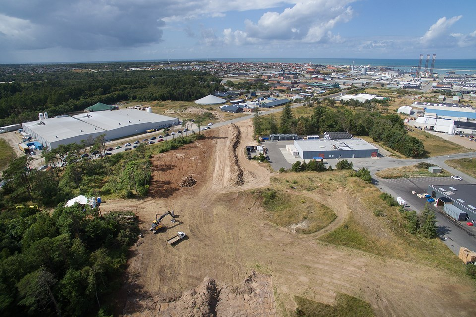 Color Line går nu i gang med at bygge sin nye lagerbygning på Hirtshals Havn. Bygningen bliver på 9400 kvadratmeter.