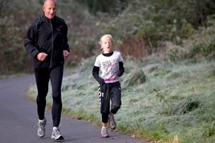 Sådan løber du en tur sammen med dit barn