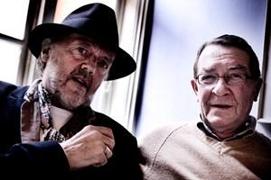 Torsdag er den kendte forfatter Benny Andersen afgået ved døden. Han huskes for sine digte og noveller.