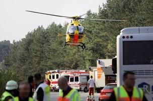 Flere kvæstede: Bus fra Danmark kørte i grøften på Autobahn og væltede