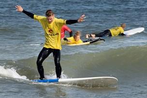 Se fotos: Alive-unge surfer løs