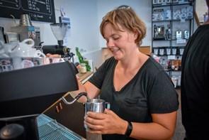 Mester-barista: Lene giver dig gode råd til den perfekte kop kaffe