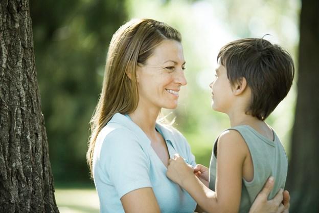Fem vaner hos moren kan mindske overvægt hos barnet
