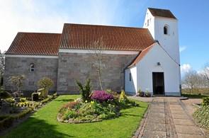 Hør om to gamle lokale kirker