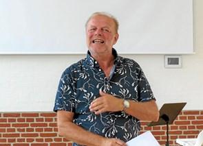 Debutant underholdt med Poetry Slam ved Løkken Litteraturfestival