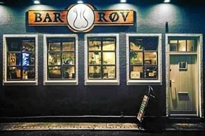 Kyskhedsbælterne kommer til at ruste: Bar Røv fejrer fødselsdag