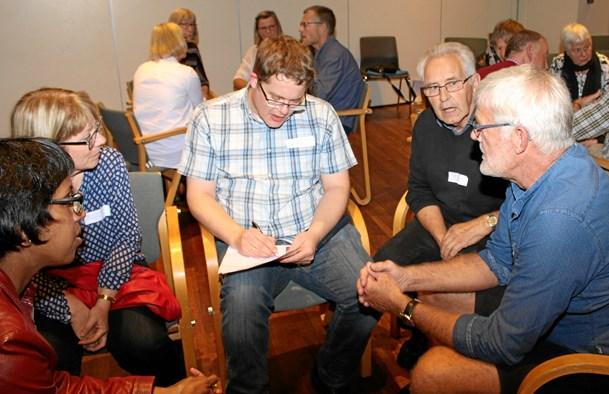 Kirker laver temadag med workshop og revy