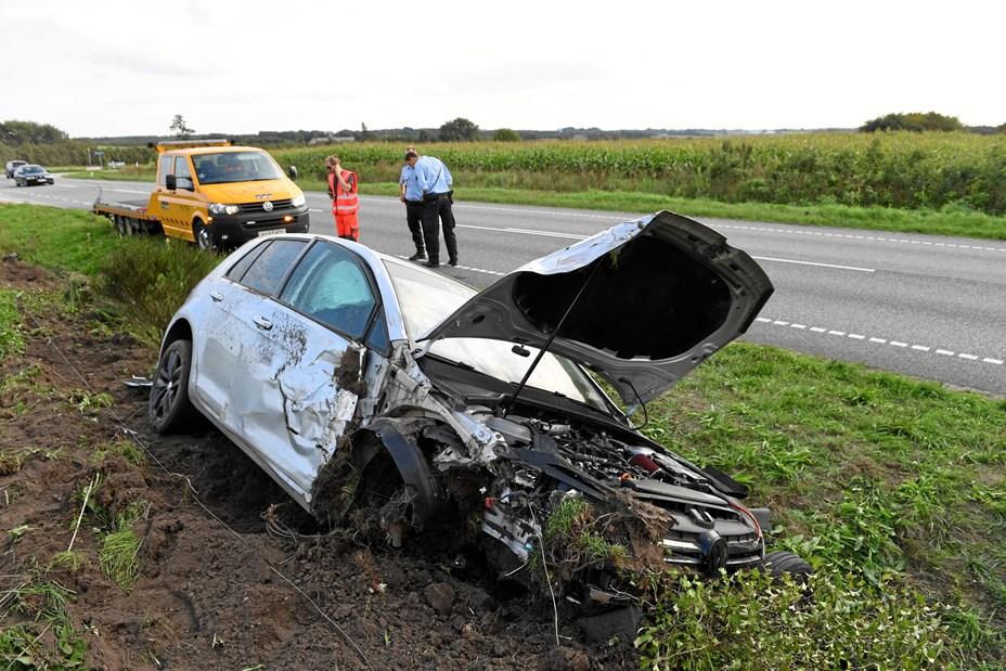 Fem kom til skade, da to biler stødte sammen
