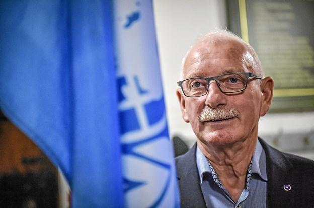 Peter Terkildsen fra Mors stod med Natos fane. Han har været udsendt på Balkan og i Afghanistan. Foto: Ole Iversen