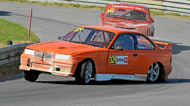 Kenneth Konge går helhjertet efter en sejr på hjemmebane i sin BMW E36.
