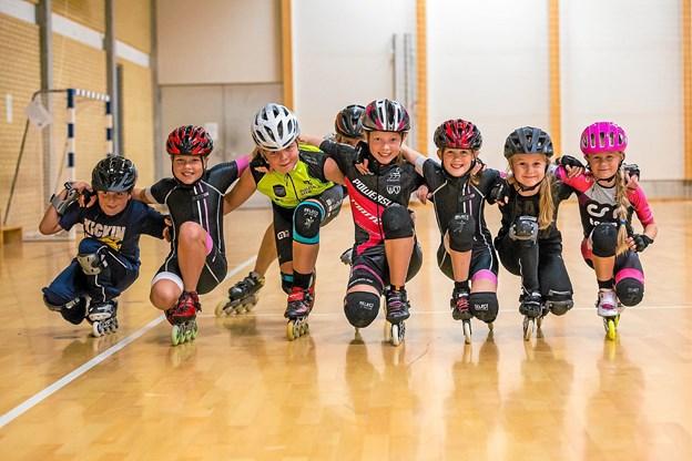 Nogle af de glade og dygtige rulleskøjteløbere. Foto: Privat