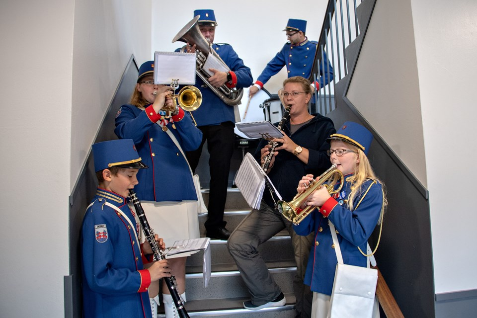 """Hobro Garden sørgede for den musikalske underholdning med """"congratulations"""" og andre hits."""