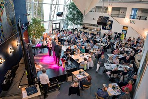Viseklub donerer til Knæk Cancer