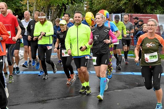 Kenneth Richardt Jensen midt i billedet ses her på starten af sin halvmaraton nummer hundrede. Privatfoto