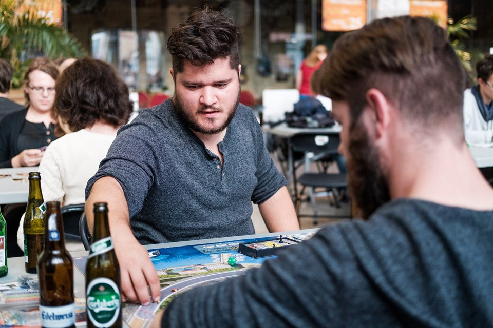 Spilleaftenerne begyndte for fire år siden med syv gæster - nu kan der godt komme op mod 200. Se billeder fra en af aftenerne her: