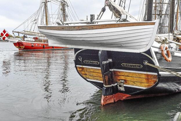 Den navnkundige skonnert Fulton var også med. I baggrunden topsejlskonnerten Lilla Dan på 95 tons.Foto: Ole Iversen