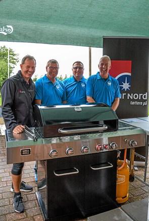 Spar Nord donerer ny grill til LIF's grillhold