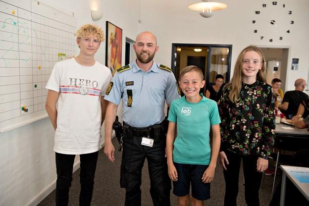 Så kom de på podiet ...fra venstre er det Daniel Hoppe, politiassistent Thomas Olesen, Gustav Ilum og Frederikke Lauritsen.Foto: Henrik Louis