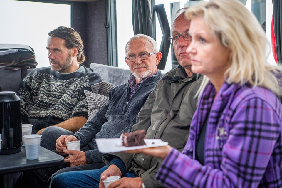 Der var masser af aktivitet dagen lang, mens bussen holdt ved Næssundfærgen. Foto: Diana Holm