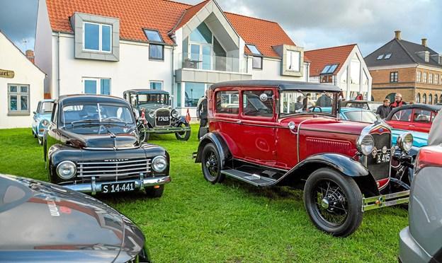 Også flotte veteranbiler på havnen mandag aften. Foto: Mogens Lynge