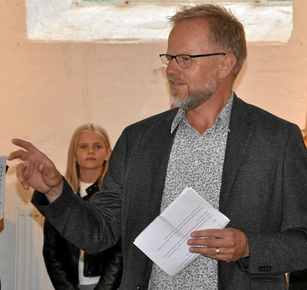 Ferniseringstaleren Søren Lykkegaard fulgte på en fiks måde op på titlen på udstillingen og sagde, at de to kunstnere havde fået deres indtryk til at blive udtryk i kunst. Foto: Ole Torp