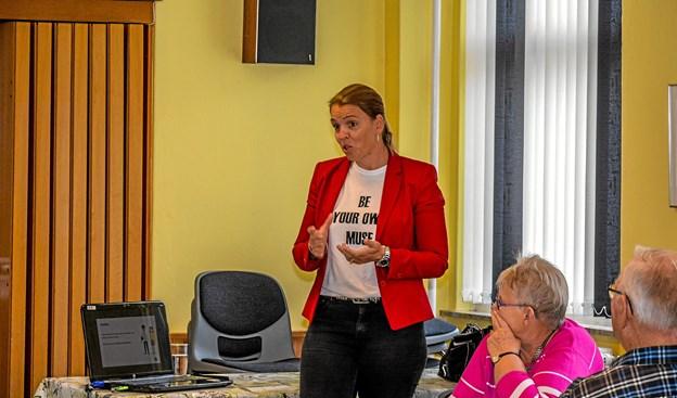 Gine Monrad fra Nordjyllands Trafikselskab fortalte om muligheder for offentlig transport. Foto: Mogens Lynge