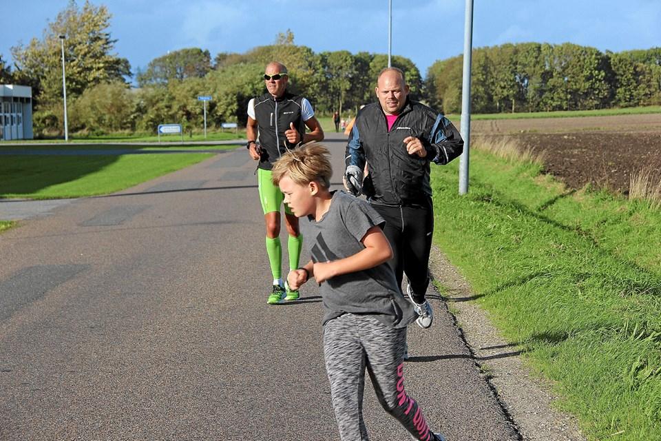 Flere af de voksne deltog,- som her fra venstre Steen Mogensen og Henrik Vase. Foto: Hans B. Henriksen