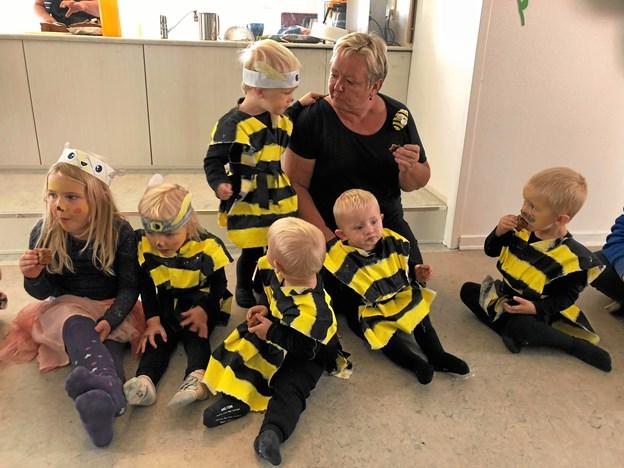 """Nogle af børnene var endda klædt ud som bier, da Gedsted Børnehus holdt sangdag under temaet """"Red bierne"""". Privatfoto"""
