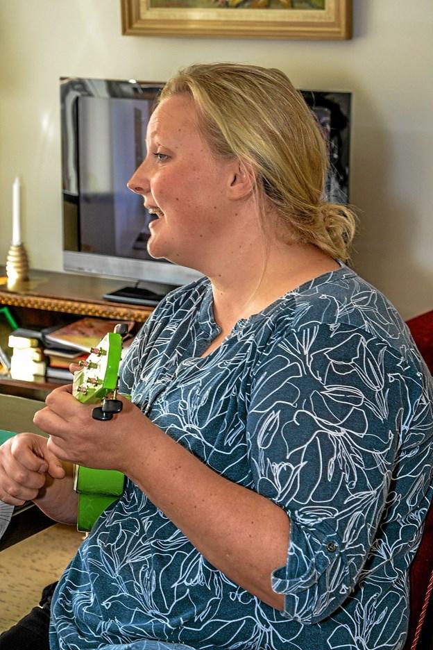 En sand sanglærke må man sige om Mette Egedal, som synger på plejehjemmene for beboerne. Foto: Mogens Lynge