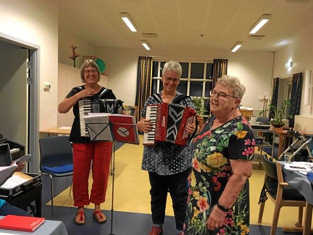 Pigernes Fornøjelse stod for musikken til høstfesten i Haverslev.   Privatfoto