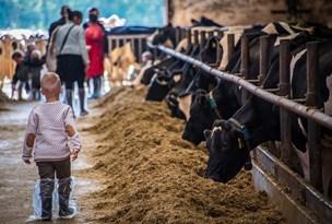 Nordjyske gårdejere byder velkommen i staldene