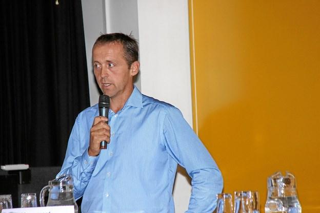 En af initiativtagerne til mødet, John Vangsgaard bød alle velkommen og takkede for den store interesse. Foto: Hans B. Henriksen