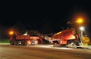 Trafikbøvl på motorvej - her skal der ny asfalt på