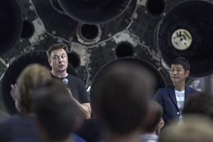 SpaceX vil sende private på rumrejser til Månen og Mars. Modehandler bliver den første, siger selskabet.