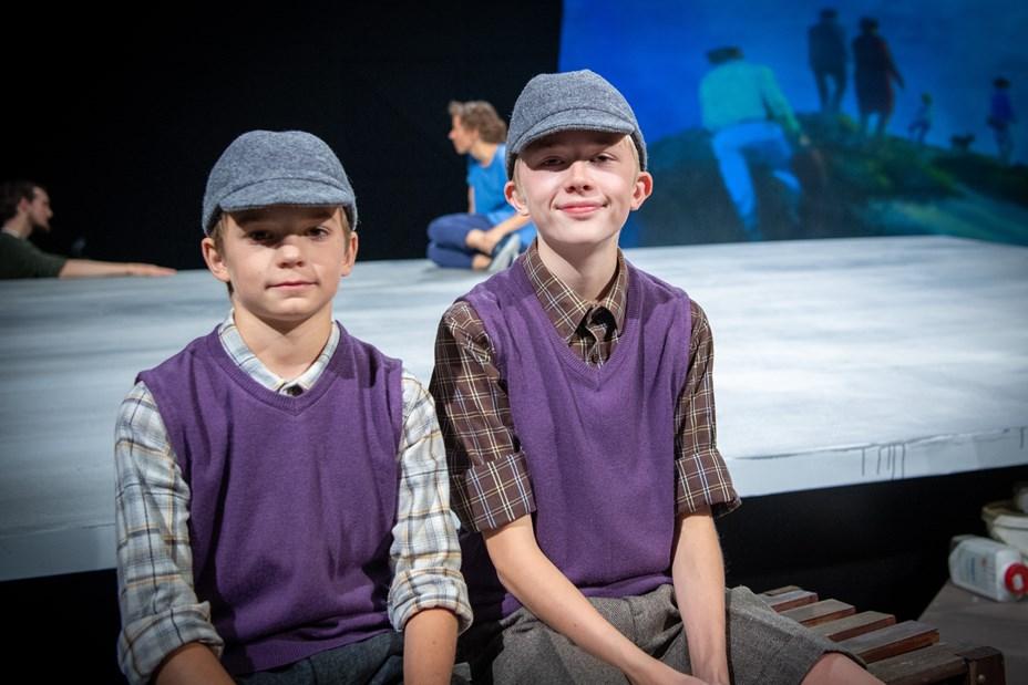 Laszlo og Rasmus løfter rollen som drengen Bech i fællesskab