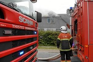 Ild i hus: Ubeboeligt efter voldsom brand