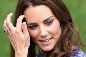 En fransk domstol fastholder, at et magasin skal betale stor erstatning for at bringe fotos af topløs Kate.