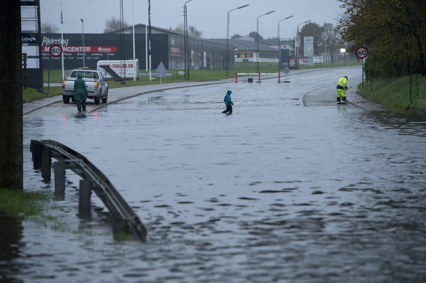 Hva' skal vi gøre med alt det vand, spørger borgere og virksomheder i Hjørring sig selv - de har flere gode ideer til at håndtere stigende regnmængder