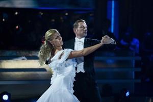 """Adam Duvå Hall og hans dansepartner måtte fredag aften forlade """"Vild med dans"""", og det ærgrede de sig over."""