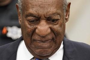 Skuespiller og komiker Bill Cosby bedøvede i 2004 en kvinde, hvorefter han forgreb sig seksuelt på hende.