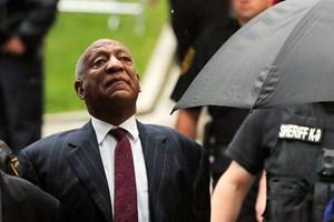 Komikeren Bill Cosby idømmes tre til ti års fængsel for at have bedøvet og misbrugt en kvinde seksuelt i 2004.