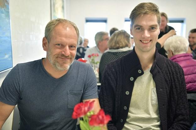 Jesper Albrechtsen og Anders Johannessen fra Ø. Brønderslev Borgerforening, som var indstillet til prisen bla. på grund af Bålhøjfestivalen.Foto: Bente Poder