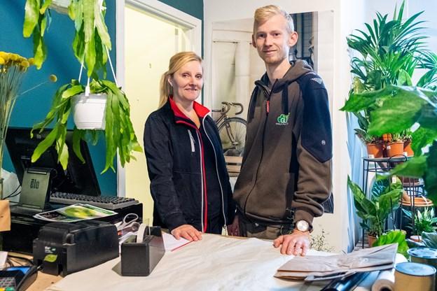 Karina Henriksen og Jesper Andersen står bag disken i Friis.
