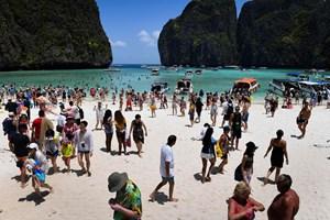 """Forurening fra turisme har tvunget myndighederne til at lukke stranden Maya Bay, der var med i """"The Beach""""."""