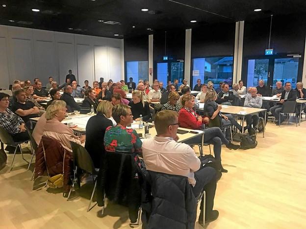 Over 100 deltog i mødet.