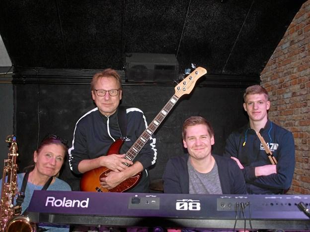 Her det nye revy-band: f. v. Laila Hart, Michael Fravn, Andreas Svaneborg, og Mads SkjødsholmFoto: Arne Larsen-Ledet
