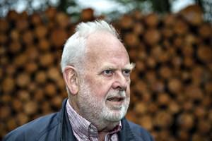 Jens Smærup Sørensen vil ikke længere udkomme på landets største forlag. Han forlader det i protest.